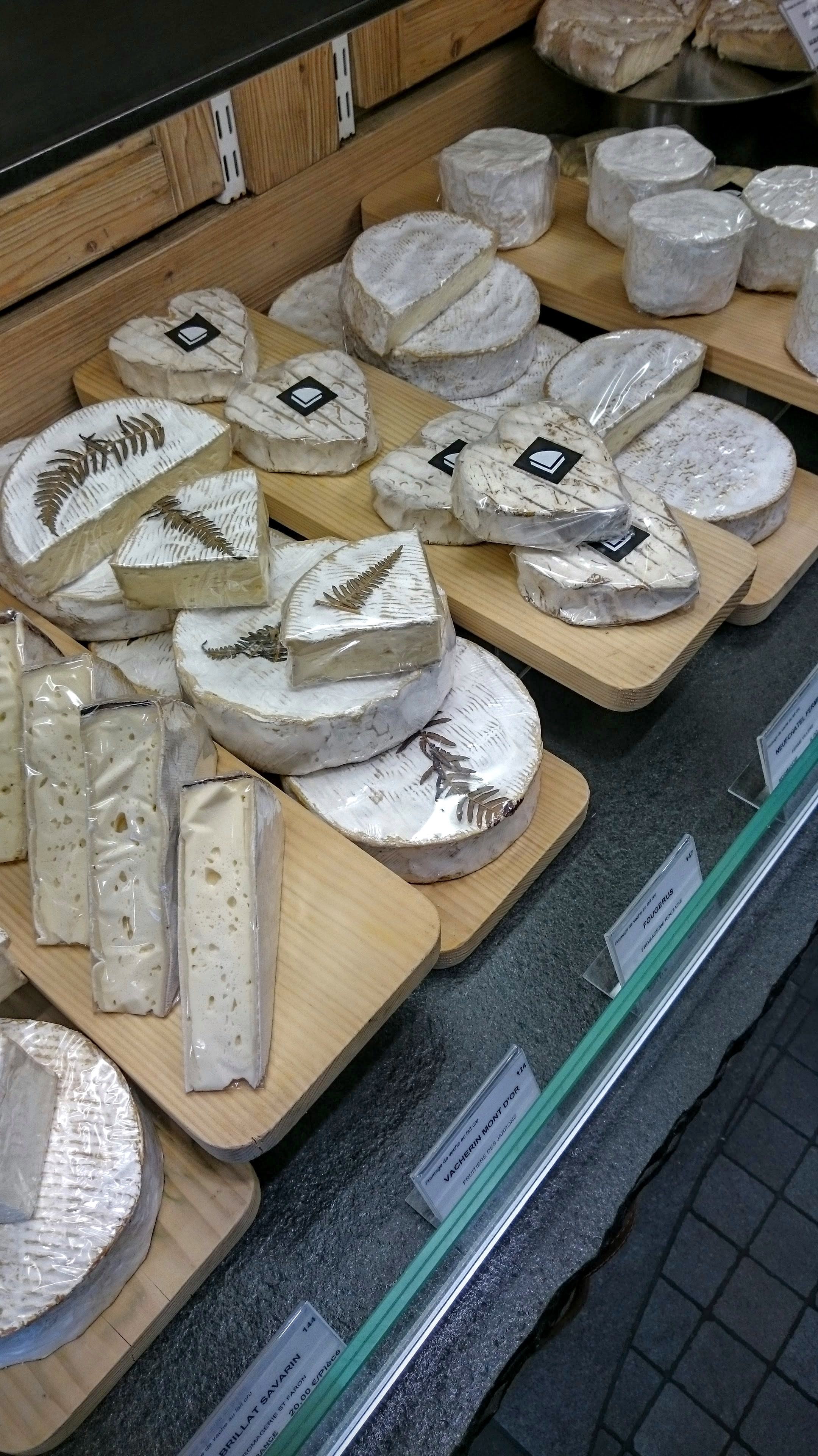 """Cheese with a """"blooming"""" rind ( pâte molle à croûte fleurie )"""