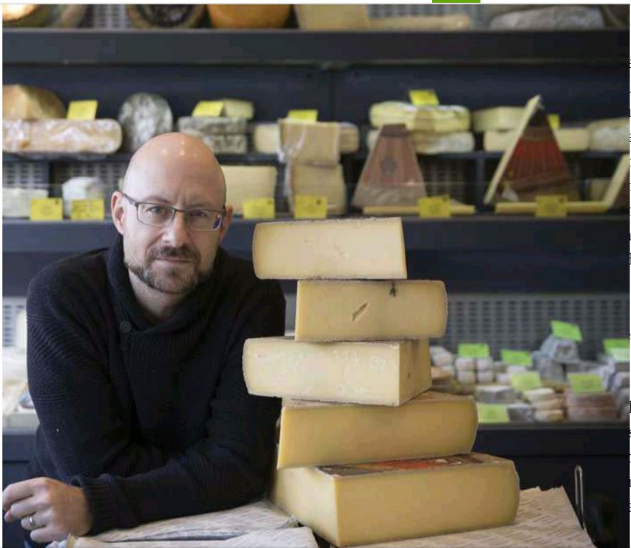 Yours truly behind the counter at Belisson (Photo: Le Parisien/Philippe de Poulpiquet)
