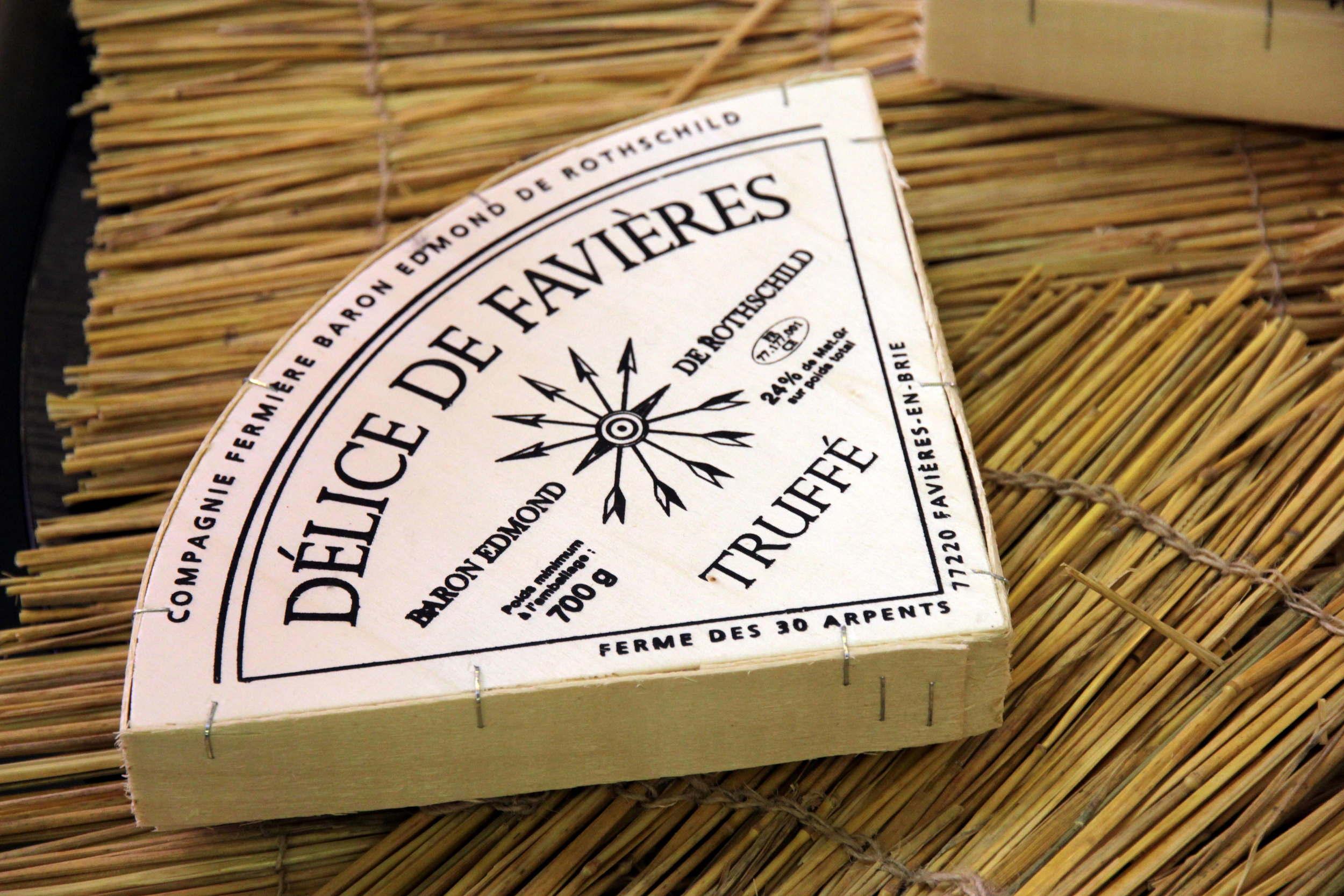 delice-de-favieres-brie-truffes-fermier.jpg