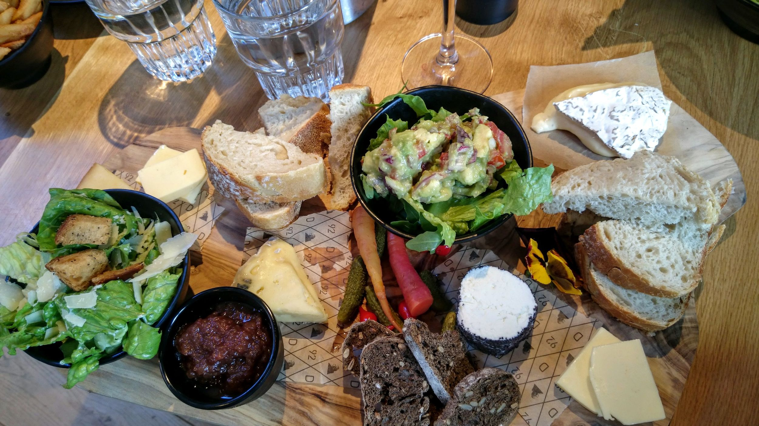 The mid-size sharing board.