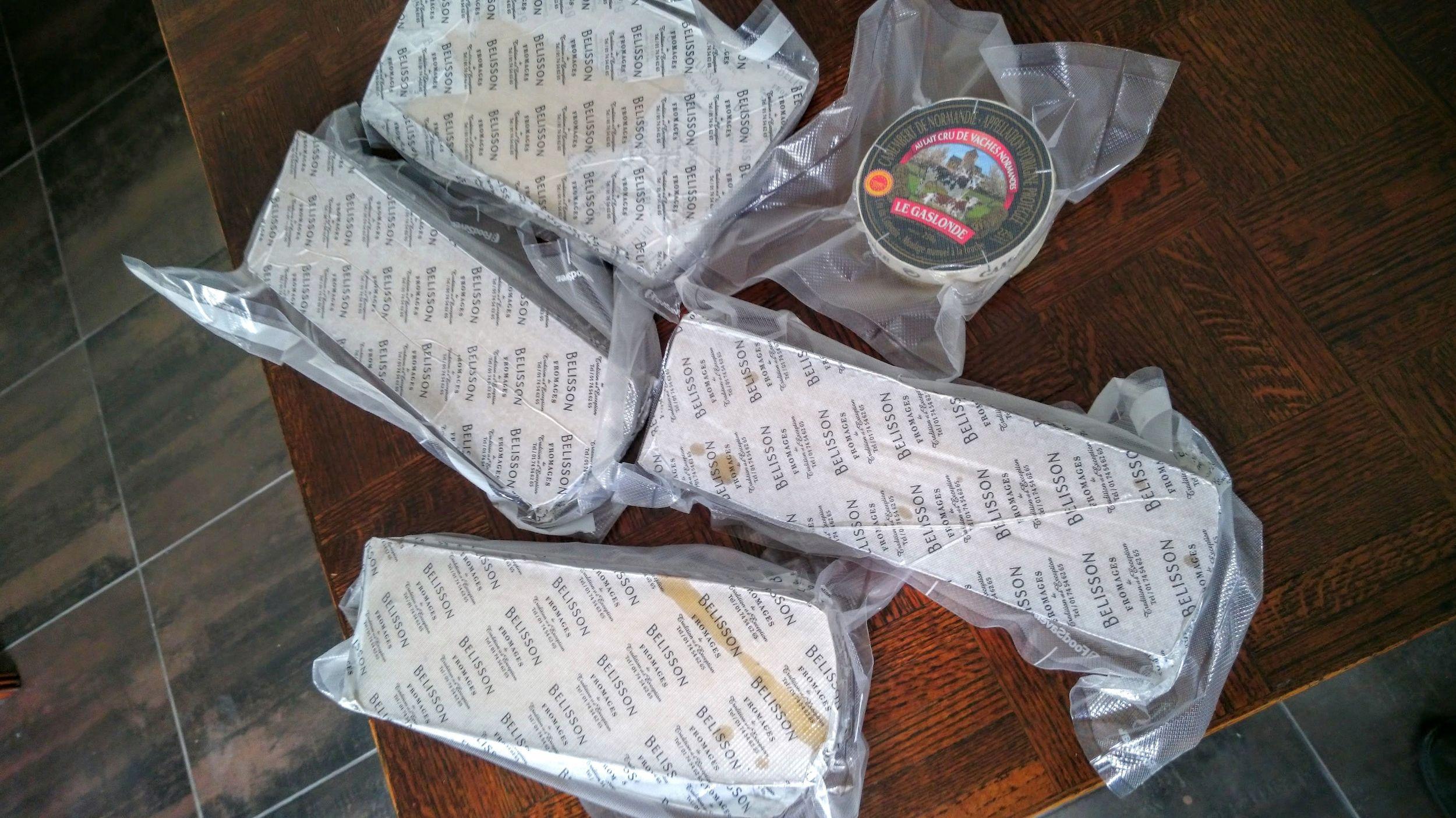 Pour mettre en perspectif, comparer avec le Camembert, qui a une taille normale selon son cahier de charge.