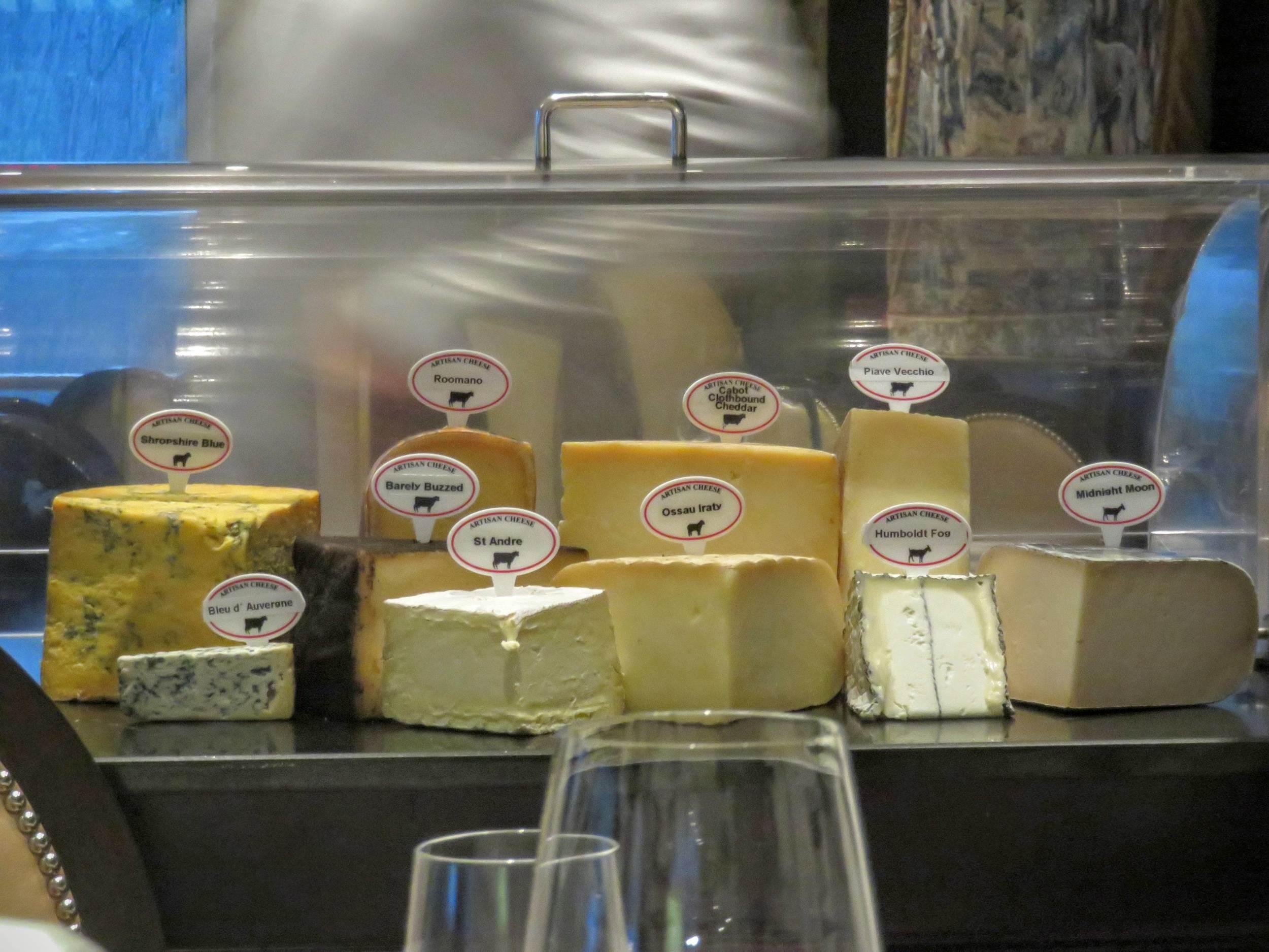 Un véritable chariot de fromages