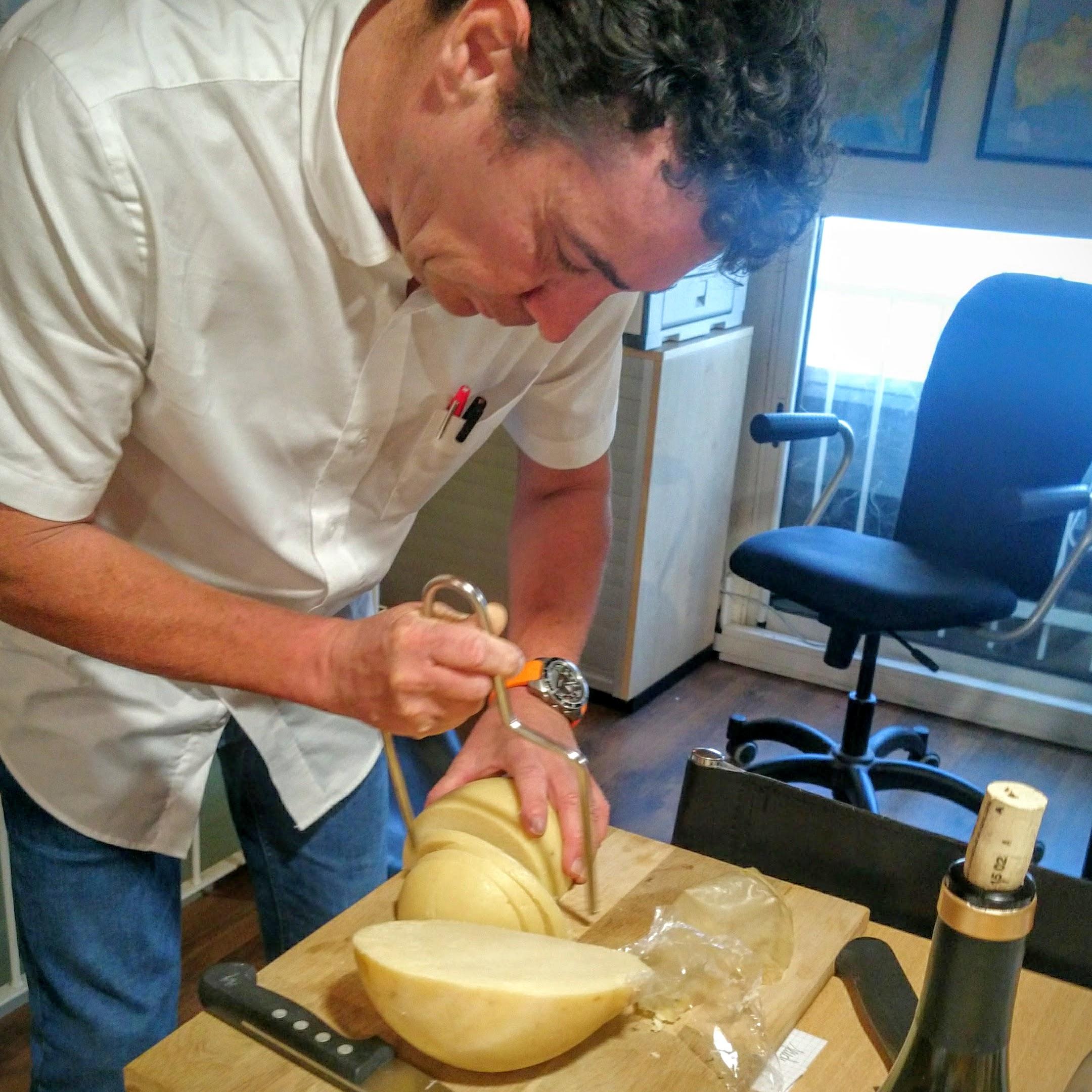 Laurent Mons prépare le fromage