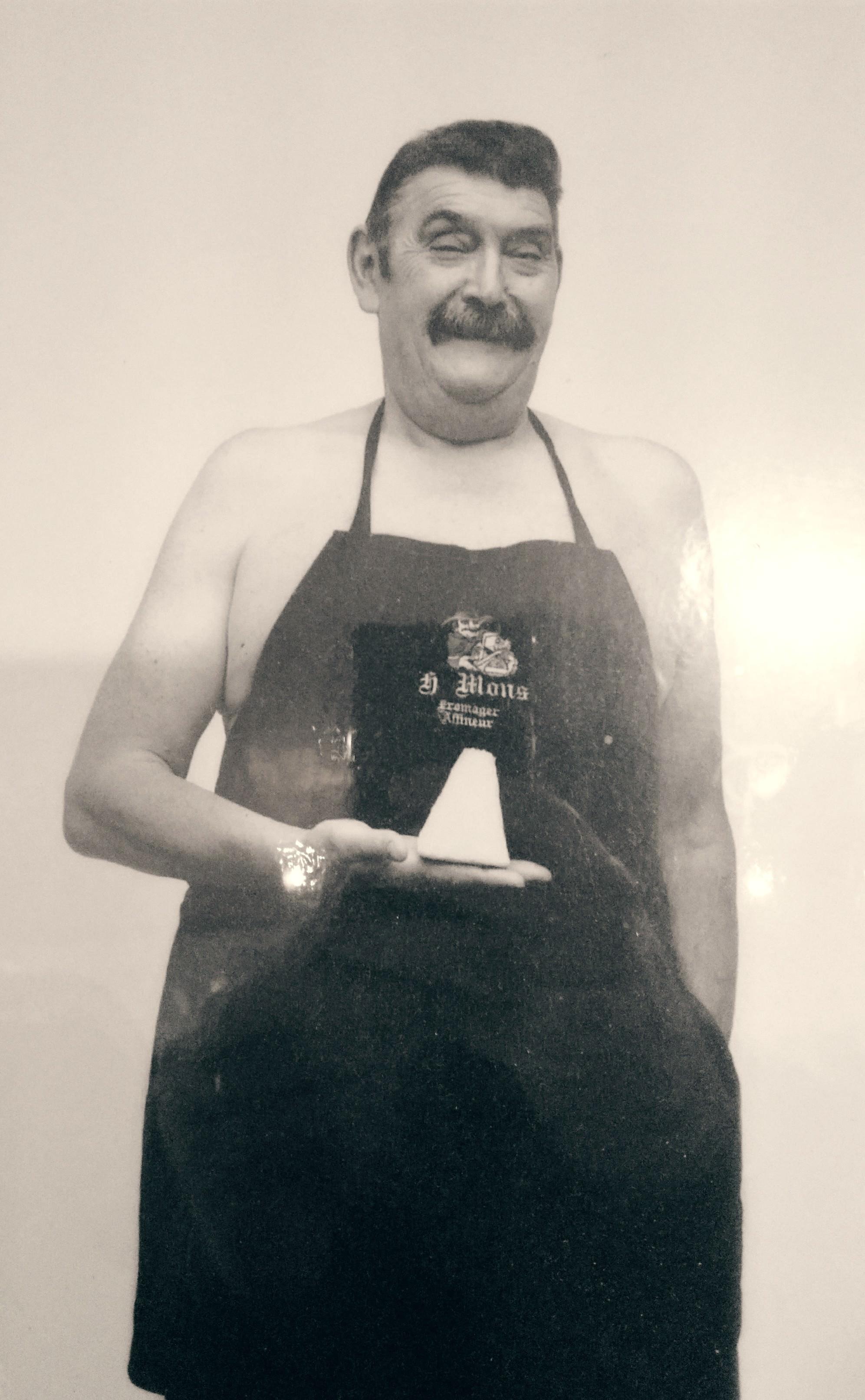 Monsieur Hubert Mons, toujours une inspiration pour la famille. Sa photo est dans toutes les boutiques.