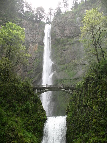 Multnomah_Falls_Bridge.jpg