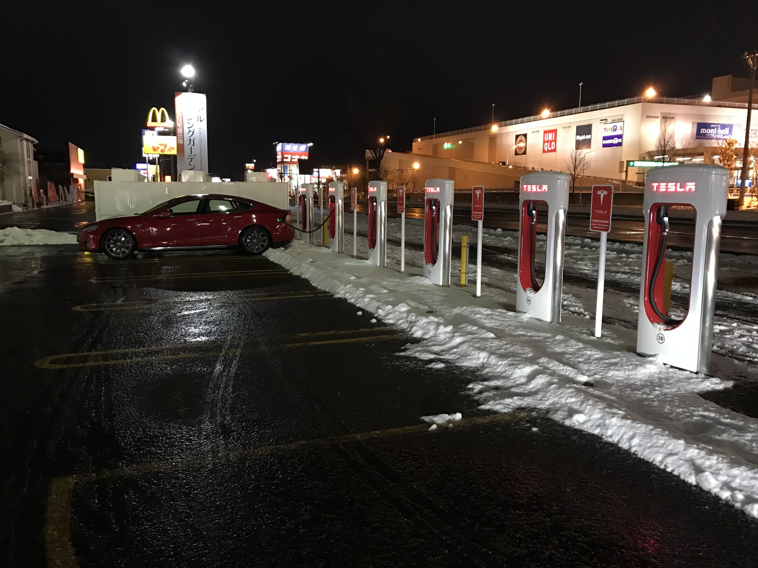 My first Supercharger with snow. They need to plow back a bit more. I had to stretch the cable to get it in.
