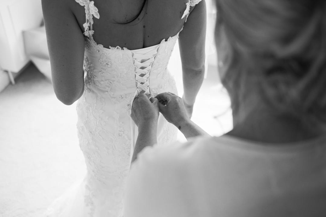 doing up back of wedding dress