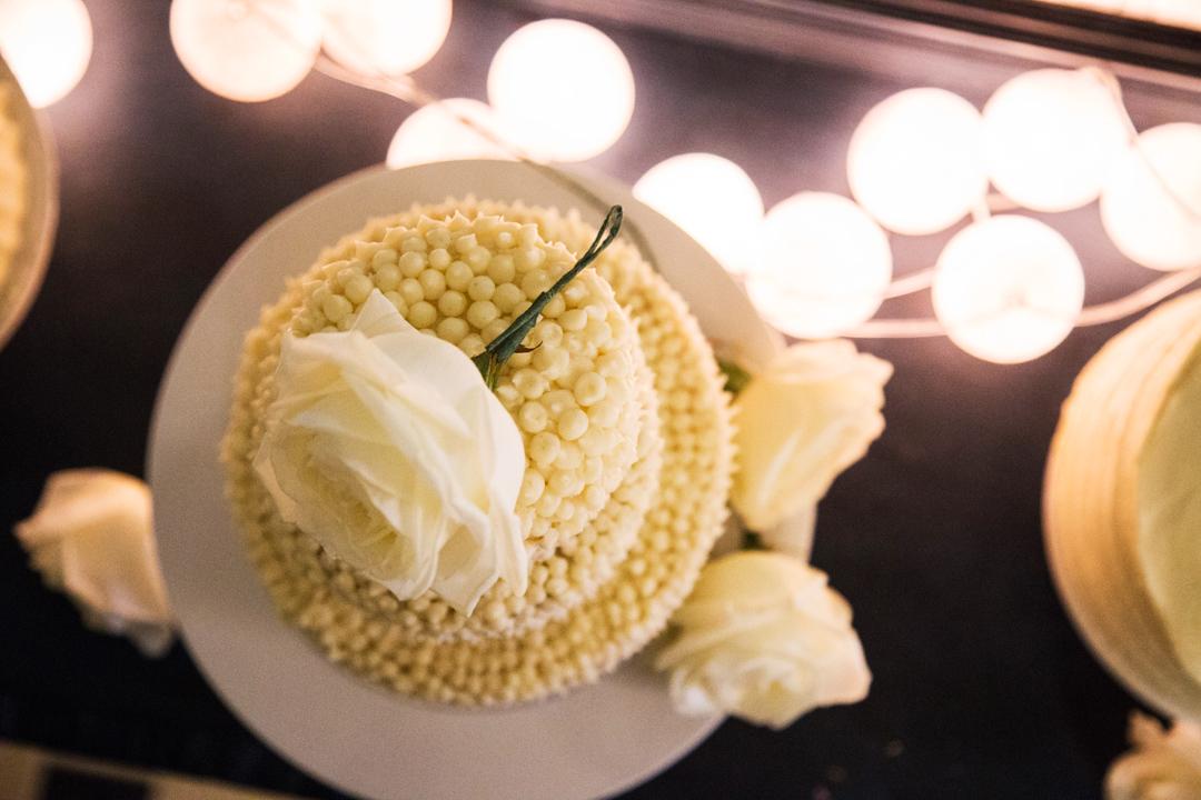 wedding cake white rose