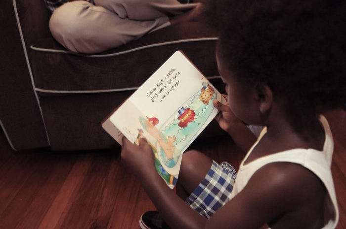 Raif reading a Caillou book in Spanish.