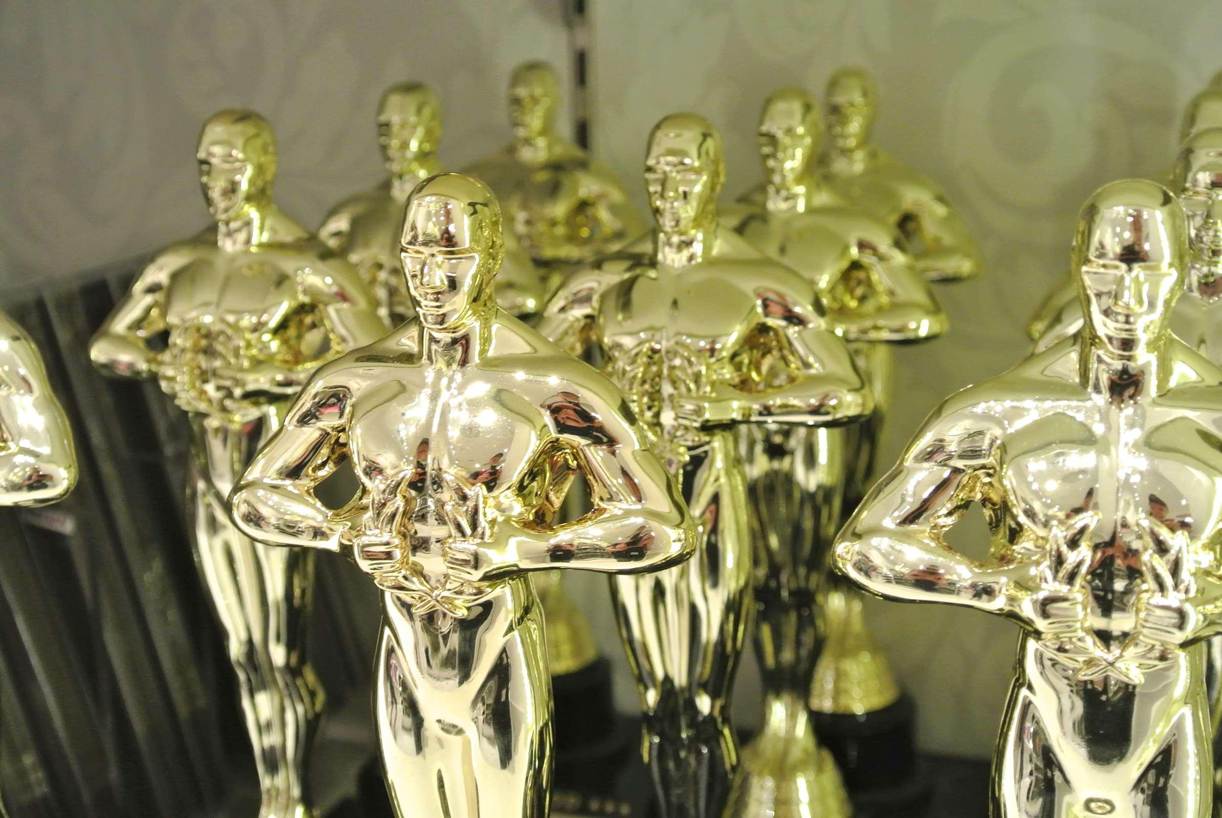 Photo credit:  Ivan Bandura—Oscars for sale, CC BY 2.0,