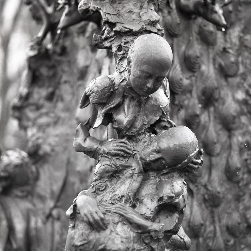 Detail on the statue at Square René Viviani