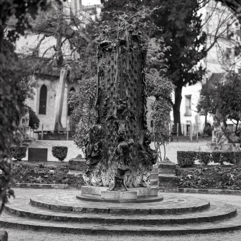 Statue at Square René Viviani