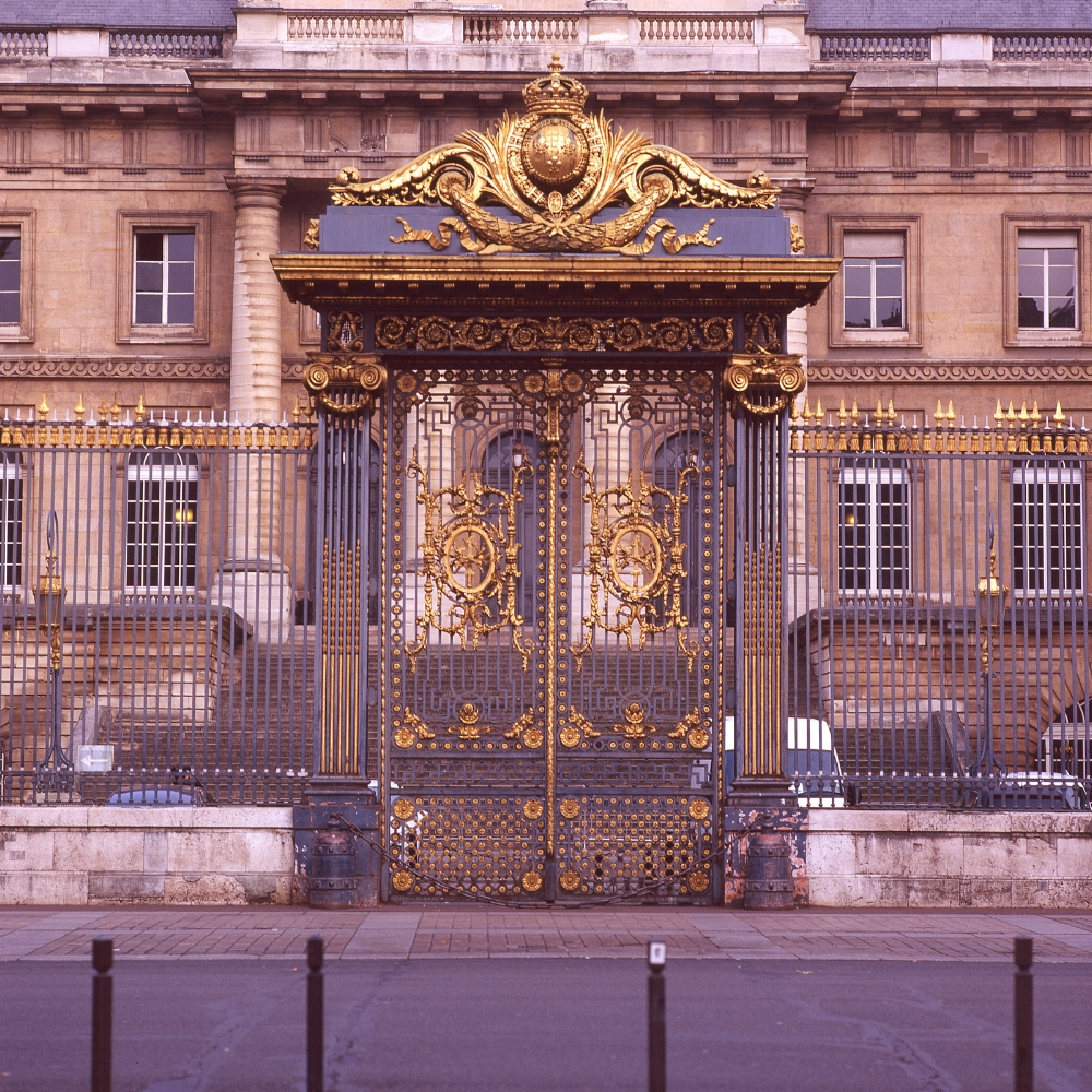 The gates in front of the Palais de Justice de Paris