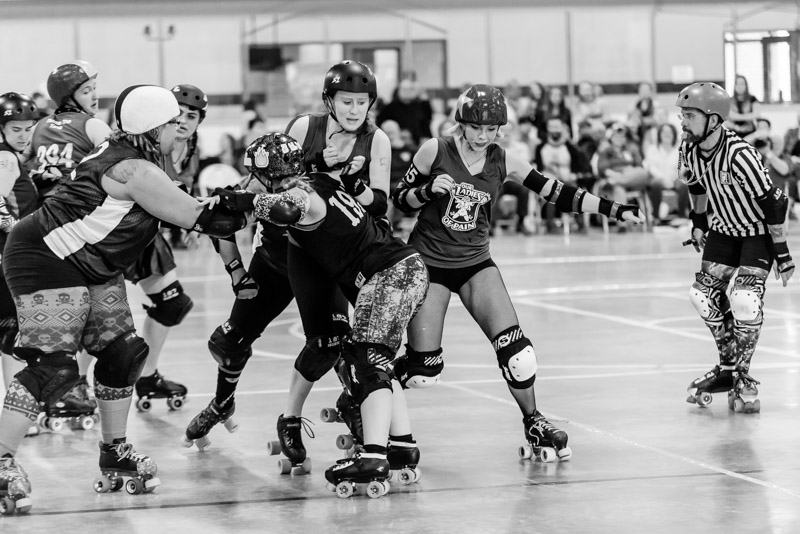 All images are of Our Ladies of Pain jammer Silent Spring as she slips past the pack on the inside of the track