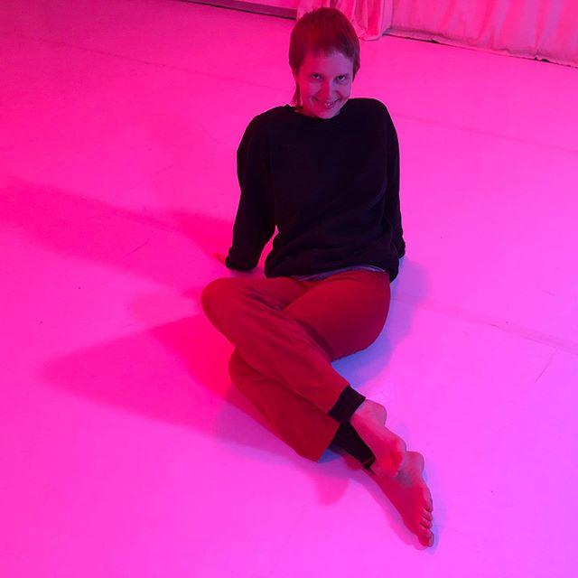 #notimelikeshowtime #dancingwithmyself #pinkmermaidmirakautto