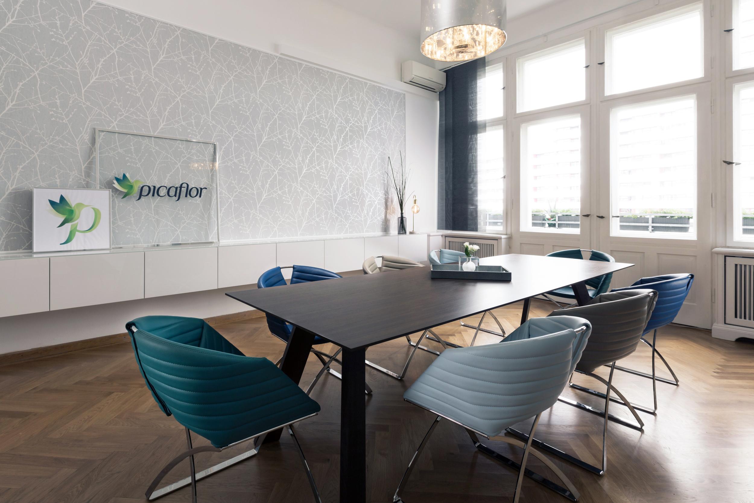 re-vamp_Picaflor_Büro_Konferenzraum.jpg