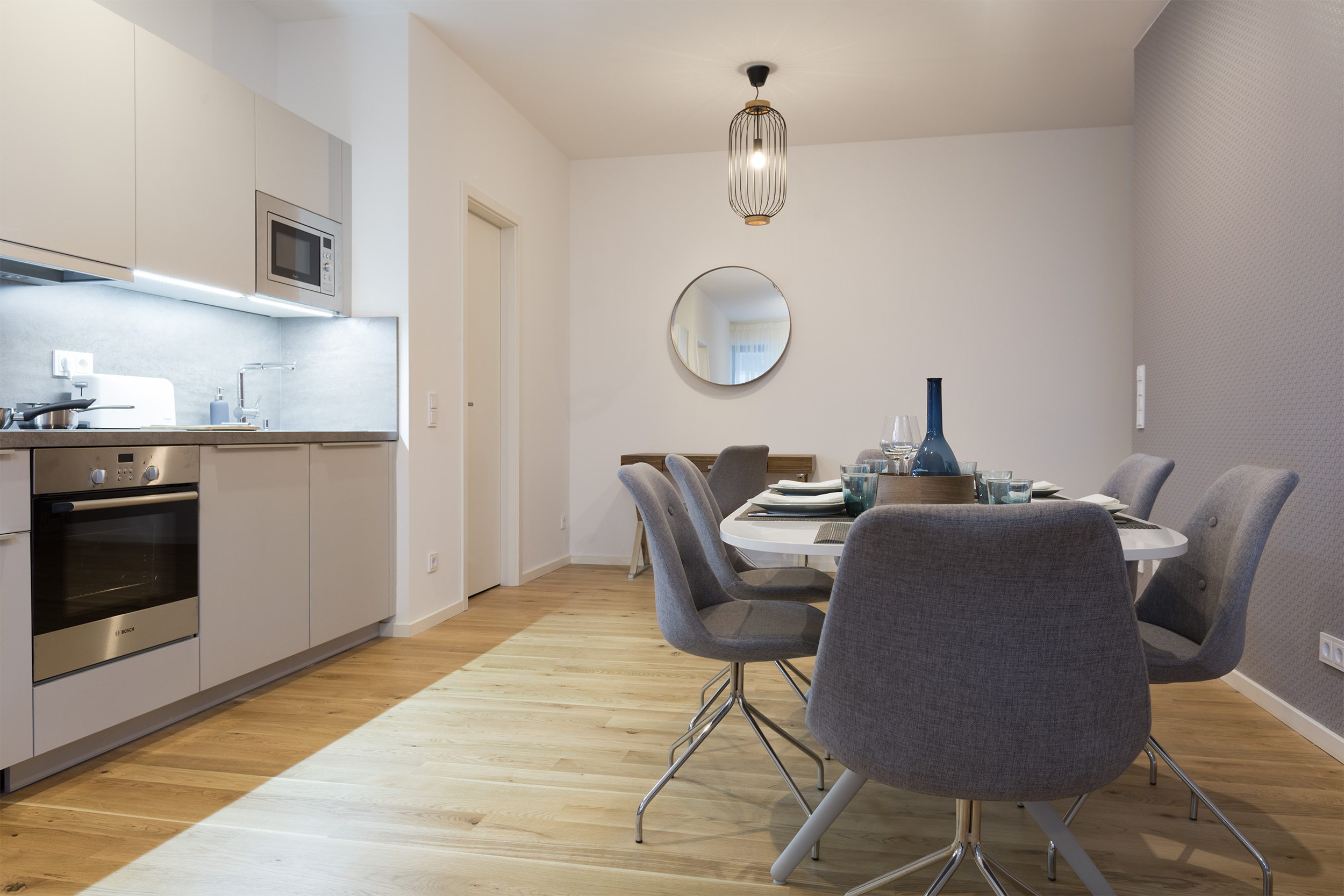 re-vamp+möbliertes+Mikropapartment+WE+73+Küche_Wohnzimmer.jpg