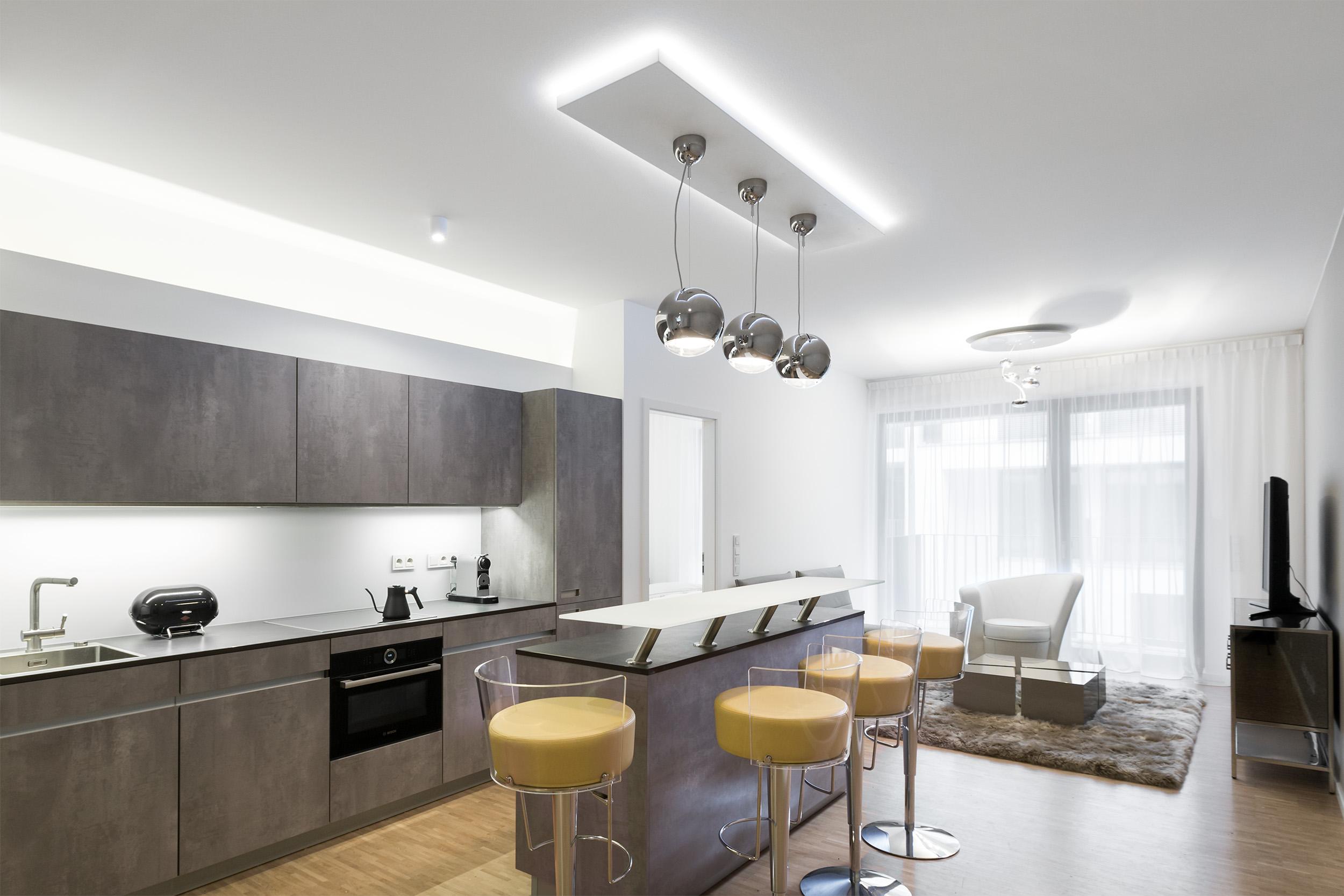 re-vamp+möbliertes+Mikropapartment+WE+169+Küche_Wohnzimmer.jpg