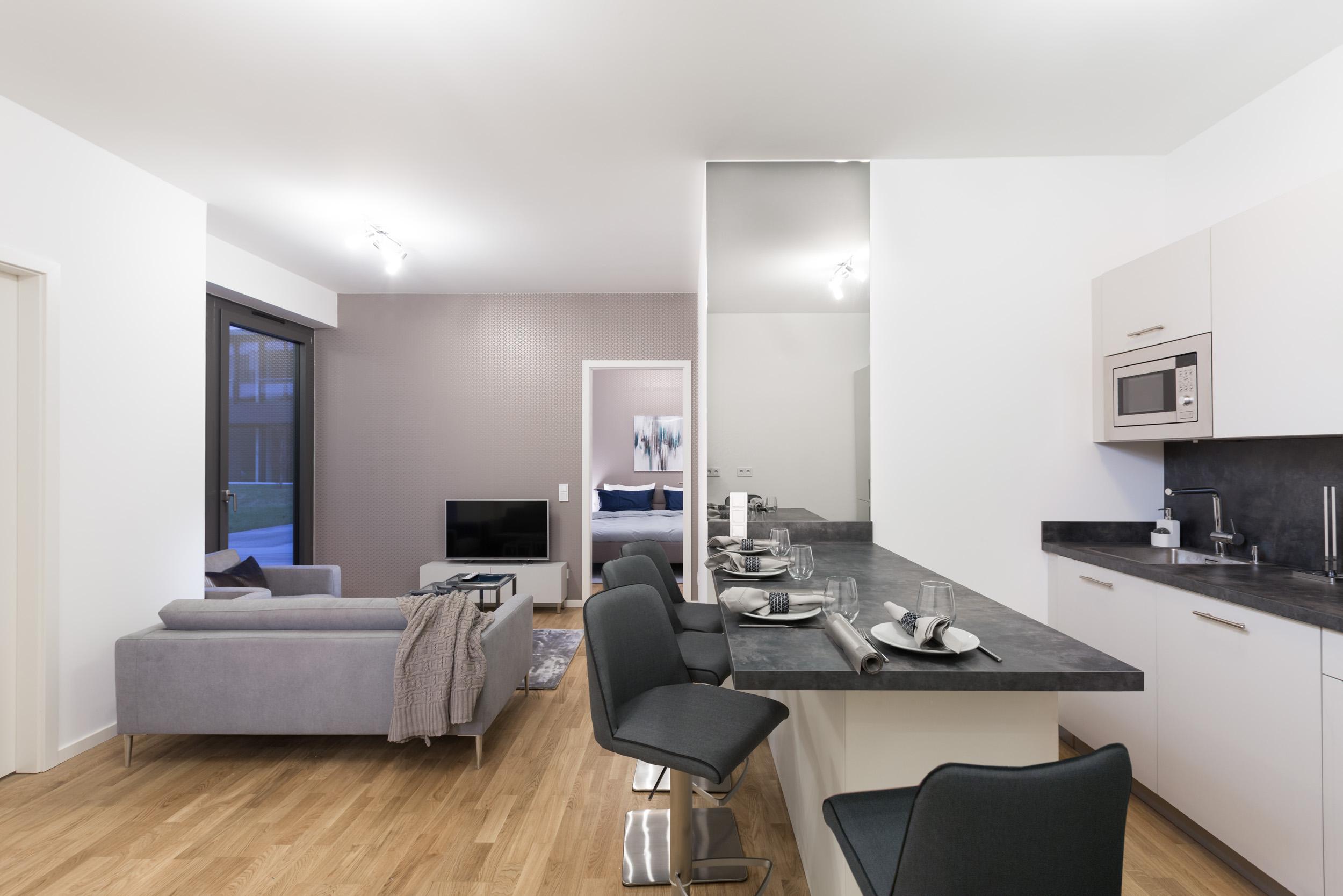 re-vamp+möbliertes+Mikropapartment+WE+207+Küche_Wohnzimmer.jpg