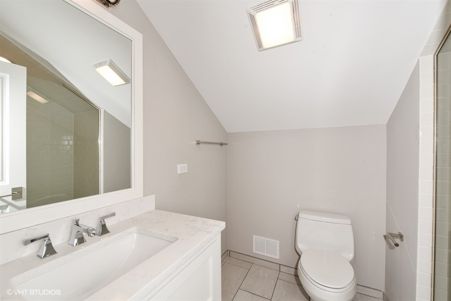 19_722SLincoln_8_Bathroom_LowRes.jpg