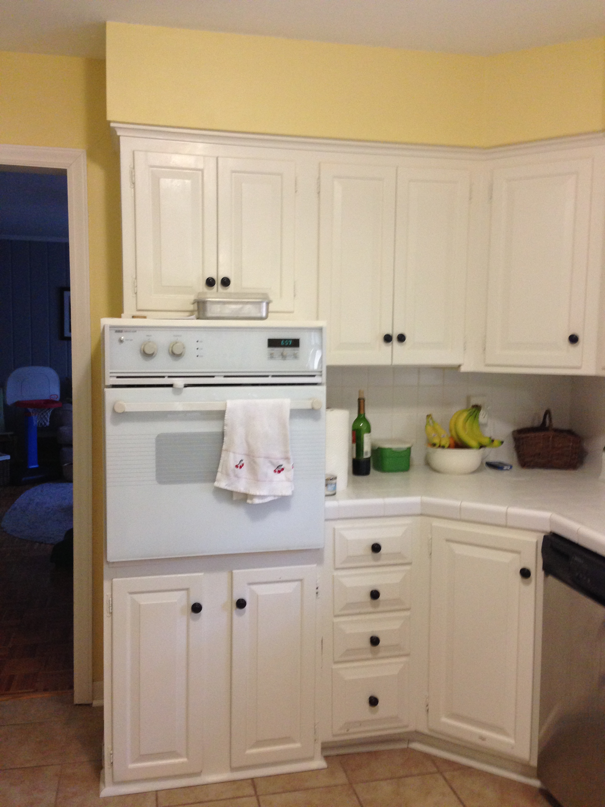 Before: As a passionate cook, our homeowner needed more than this traditional oven could offer. Cooking for guests requires ease of movement, and enough space to prepare multiple dishes at once.