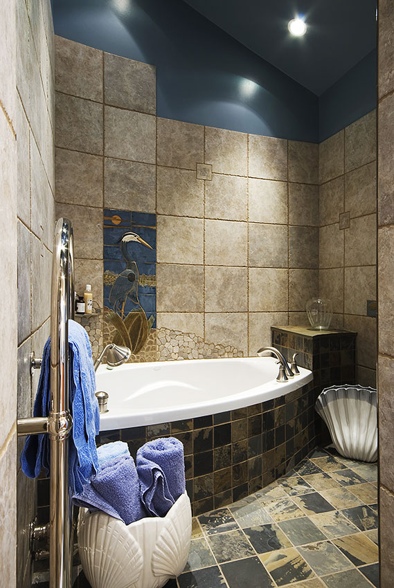 Clemiss-Residence-56-En-Suite-Bath.jpg