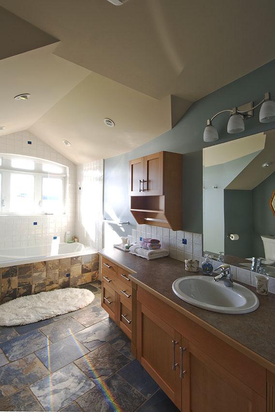 Clemiss-Residence-67-Bonus-Bathroom.jpg