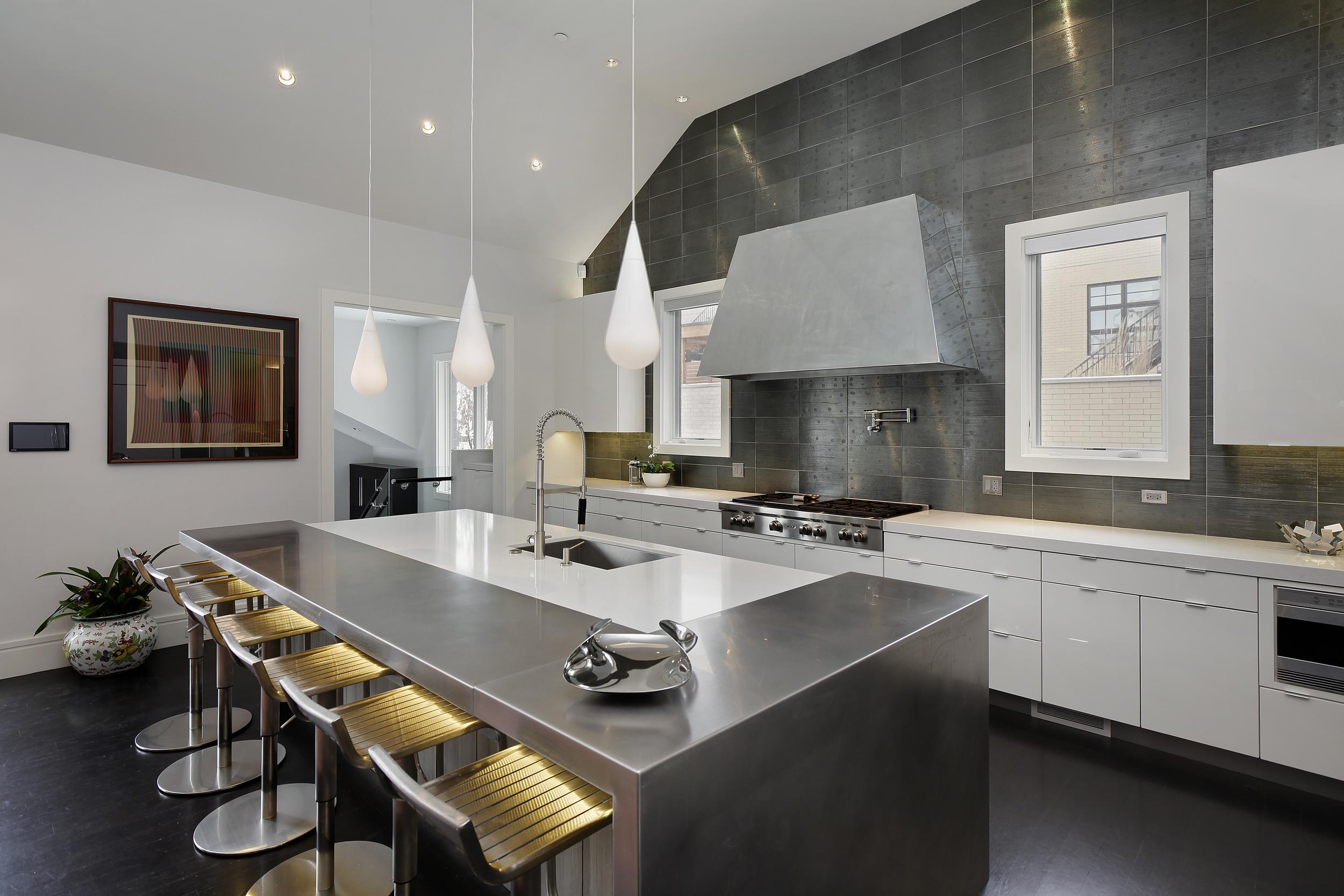 kitchen3_2715nlakewood.jpg
