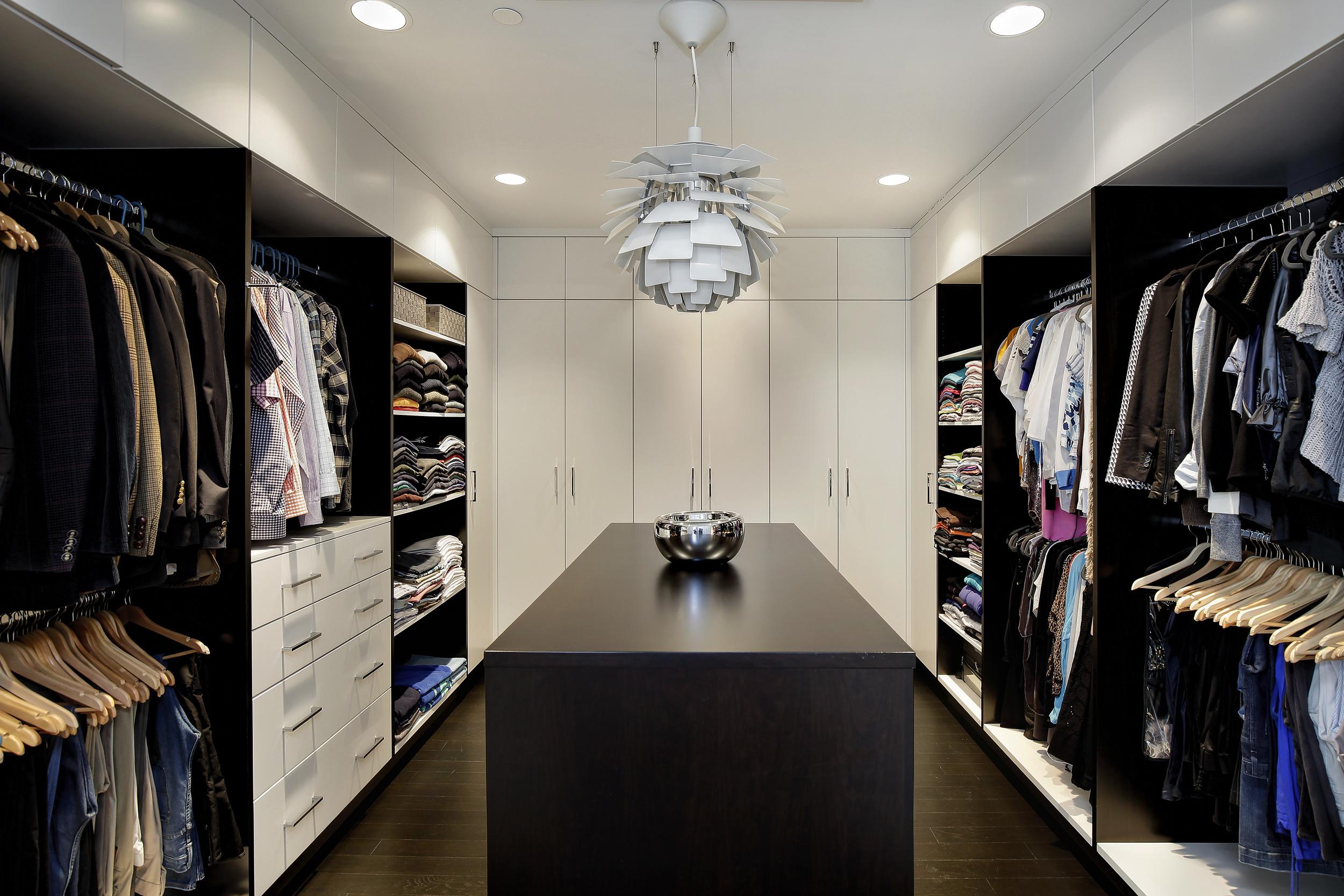 closet_2715nlakewood.jpg