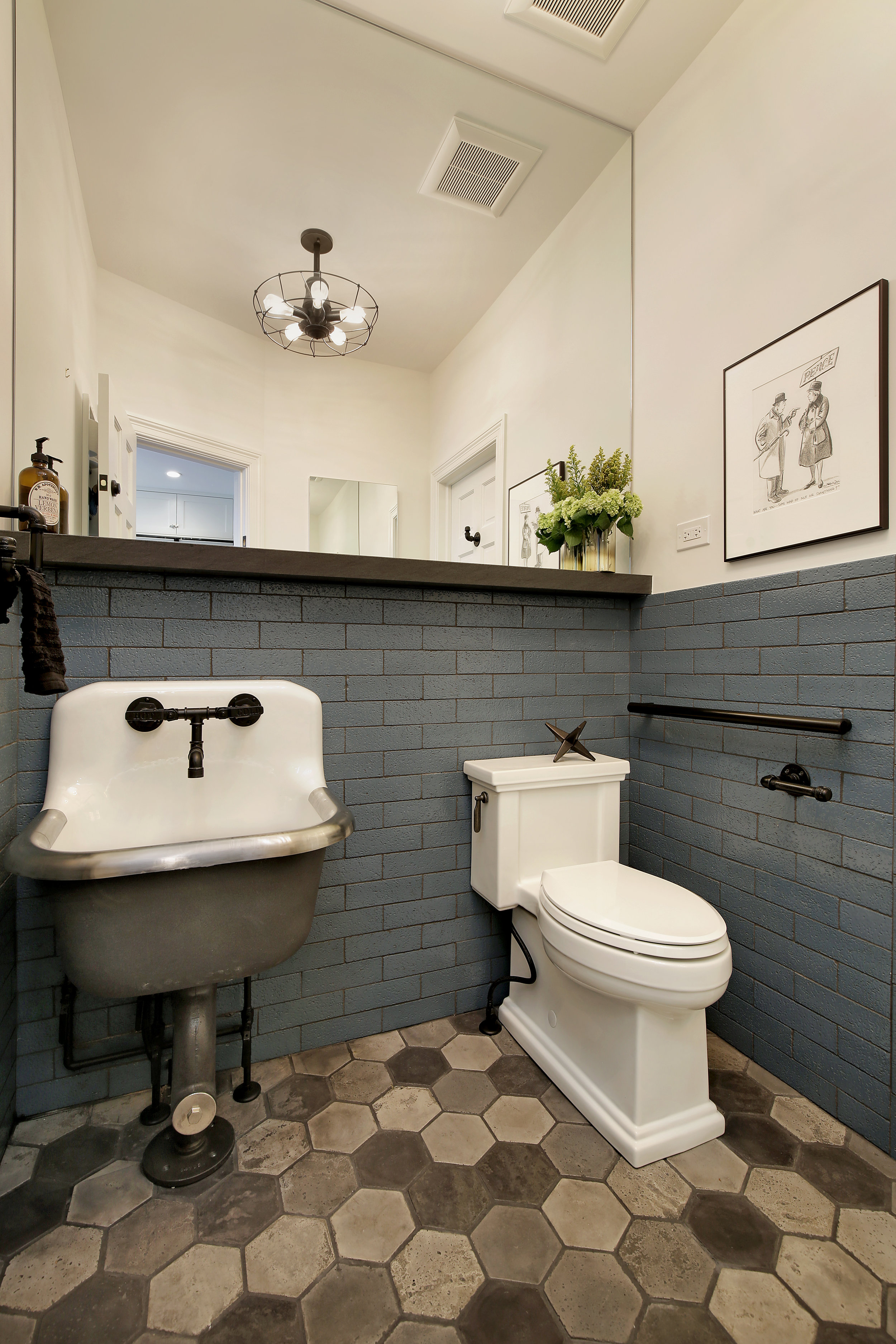 bathroom_1040carlyle.jpg