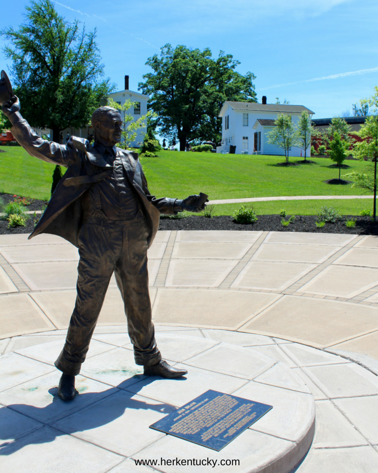 Jim Beam Statue | HerKentucky.com