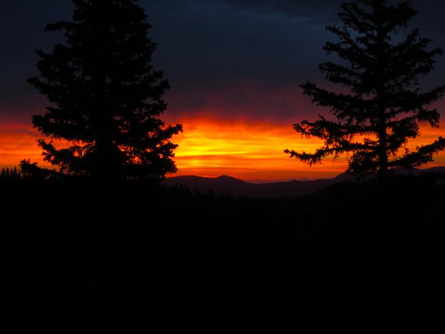 Super-sweet sunrise on the Monarch Crest.