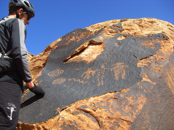 We took a day ride along the river on an old mining exploration road. We found a lot of petroglyphs.