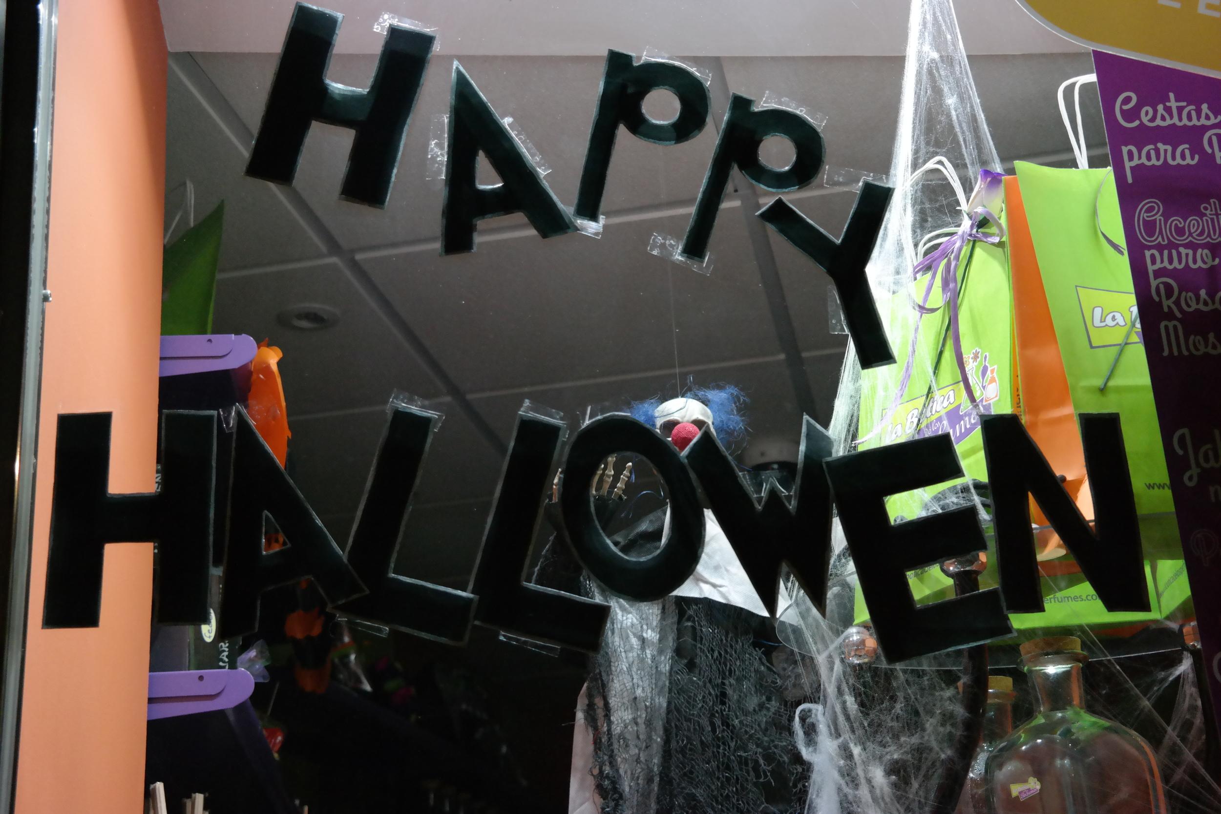 Happy Hallowen, everyone! (A few days late...)