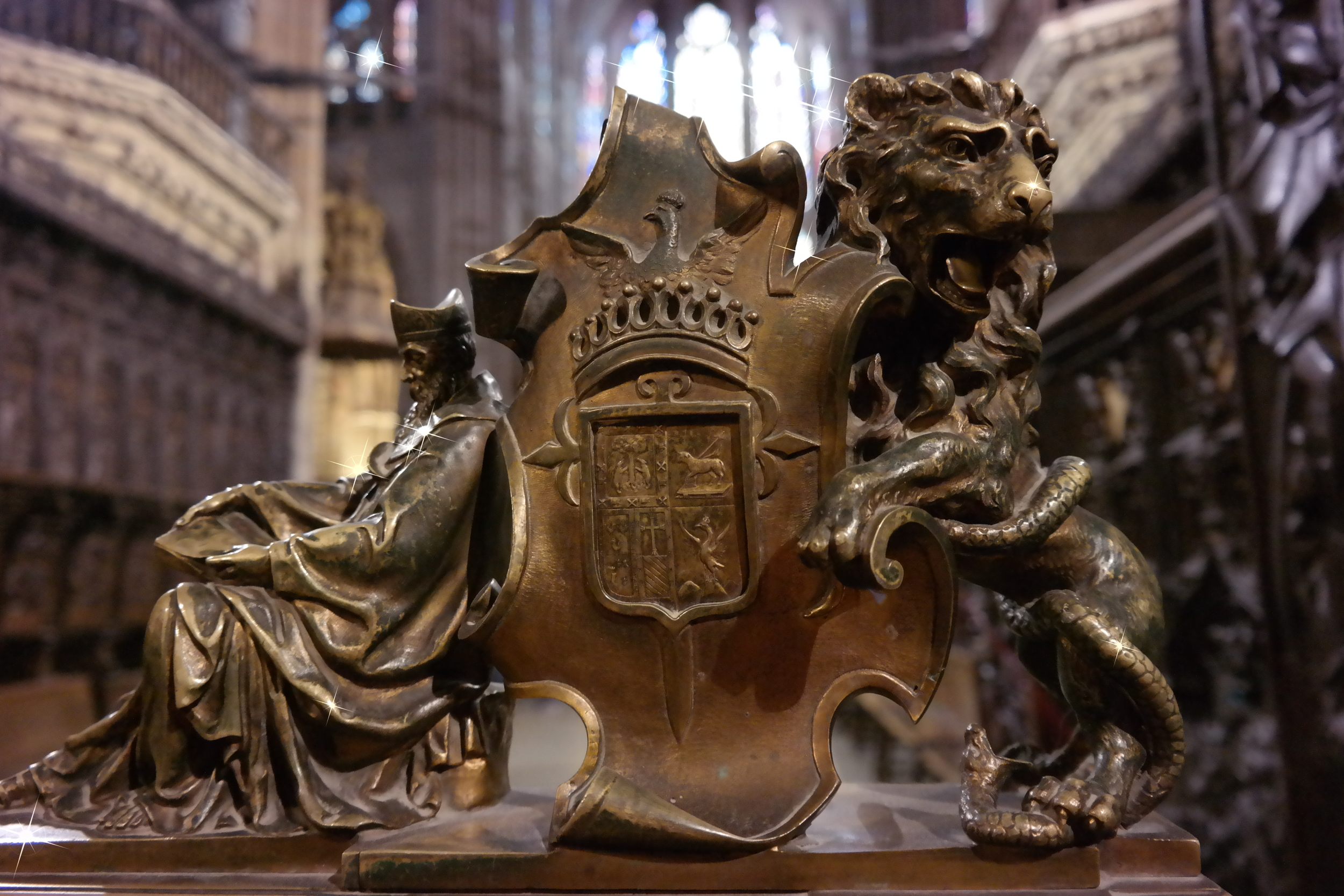 The symbol of León inside the cathedral.