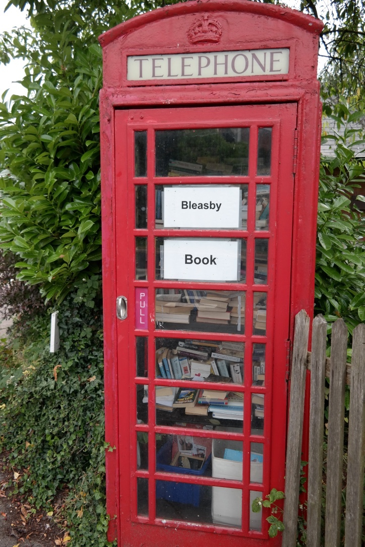 I  love  that telephone booths that are no longer in use are put to good use as local libraries! Only in Britain. #yes #iheartengland #booksbooksbooks