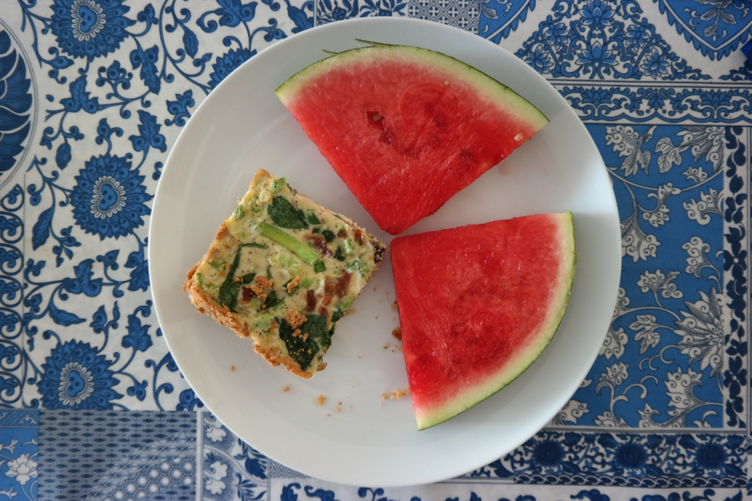 Spinach and bacon quiche with an almond meal crust , accompanied by fresh, juicy watermelon! This quiche was OK, but I wouldn't recommend the recipe, so I'm going to look for another one next time I make quiche.