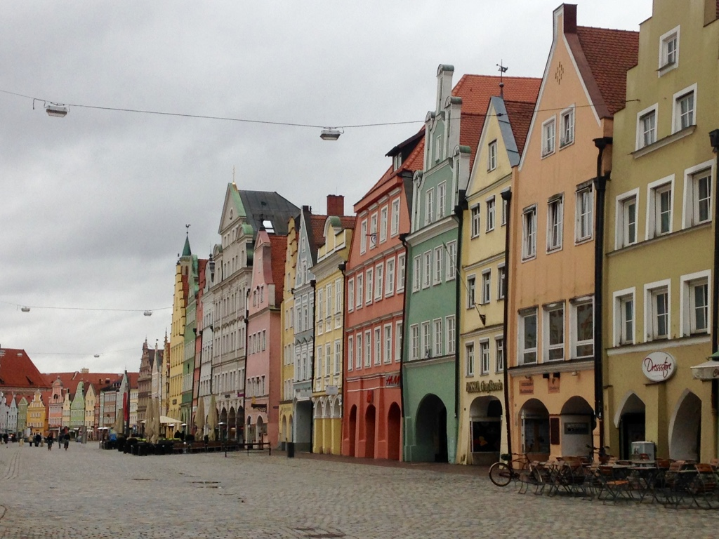 If Regensburg and Salamanca are cousins, then Landshut and Charleston are sisters with these Rainbow Rows.
