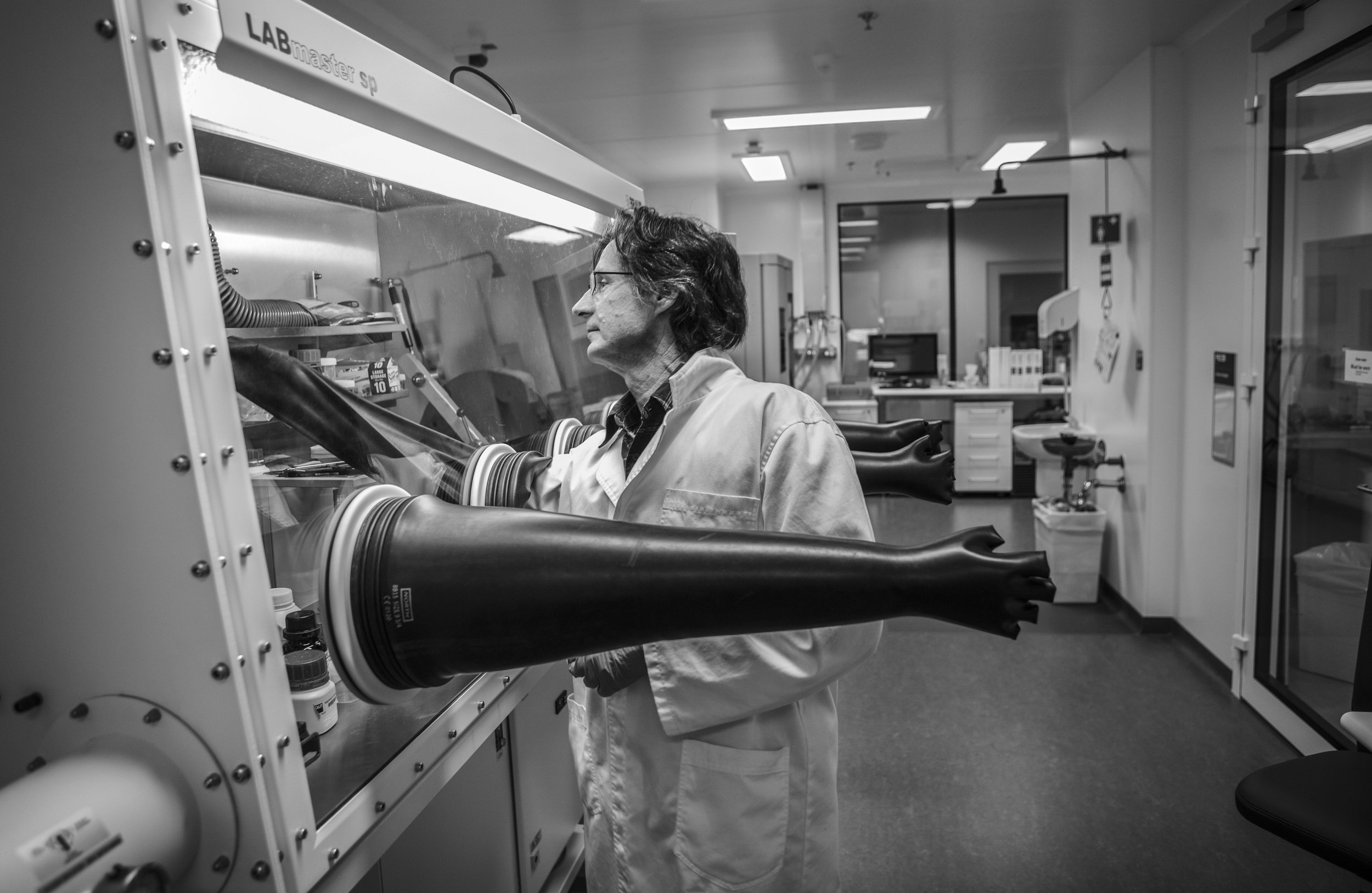 QUT Science & Engineering Centre, Brisbane, Queensland. Australia. Mark Quinlan Project Officer, The Glove Box,Working Area with Controlled environment.  © Russell Shakespeare/The Magnum Foundation 2018