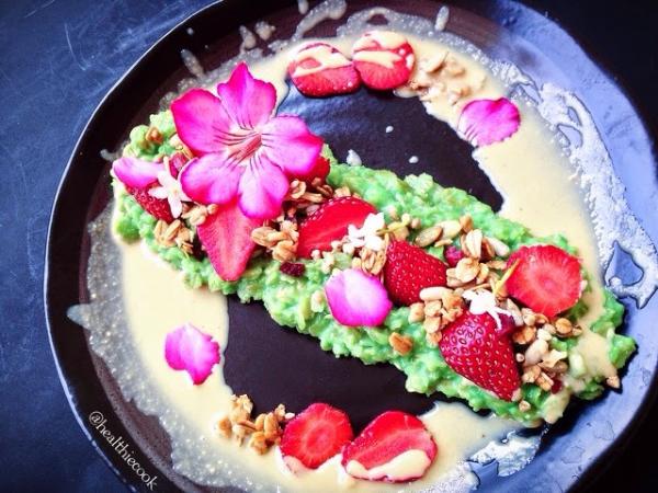 Pandan Strawberry Fields Oatmeal by  @healthiecook
