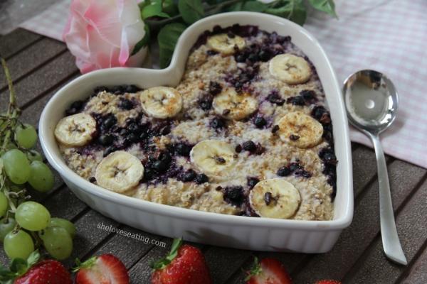 Baked Blueberry Banana Oatmeal by @sheloveseating