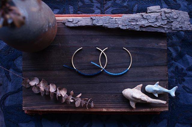 看著看著就很療癒的藍;一深一淺,一起戴。 *京都絕色【日光 · 月光】手工藍染 JCCAC 3月市集現場販售!   #藍   #療癒   #賽馬會創意藝術中心   * 【 JCCAC 三月市集 】 2019.3.23-24 · 1-7PM 石峽尾賽馬會創意藝術中心 駐點位置 L1 - 藝廊 · 65