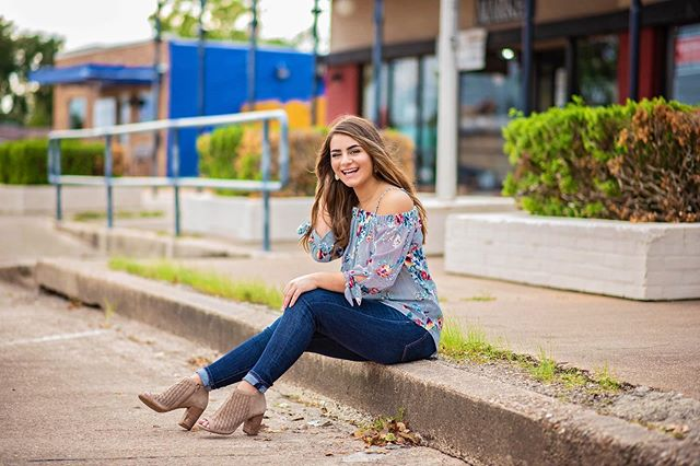 Probably going to blow up your feed today for #seniorsunday 🤷🏻‍♀️ #sorrynotsorry  @yesenia.nm is the cutest thing ever-so glad you chose me to be your senior photographer! ❤️ #seniormodel #seniormodelteam #classof2020 #seniorphotographer #houstonseniorphotographer #brazoriacounty #brazosportchristian