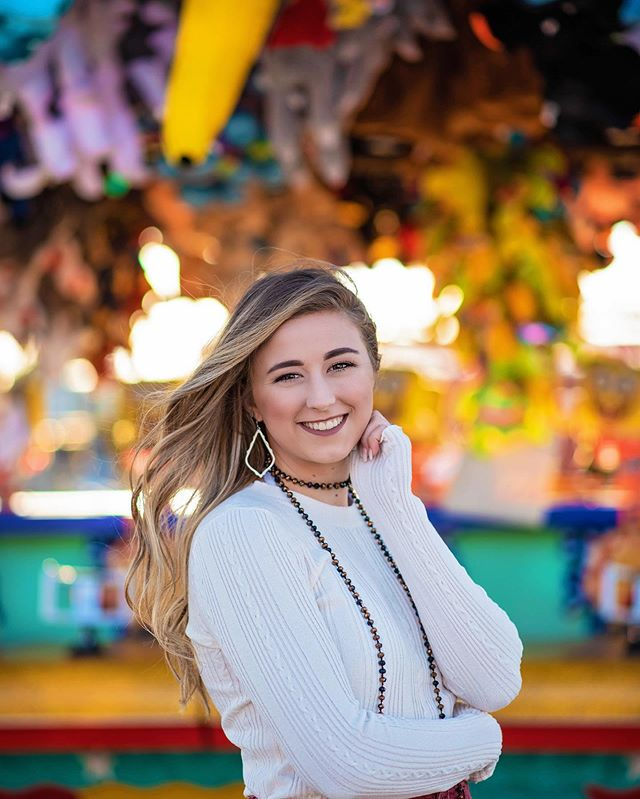 Fair fun! 🎡 Love @emma.rae.99 and I'm so glad you're on my team! ❤️ #seniorsunday #seniormodelteam #seniormodel #seniorphotographer #houstonseniorphotographer #brazoriacounty #brazoriacountyfair #bcfa #brazoswood #bwood #bucnation