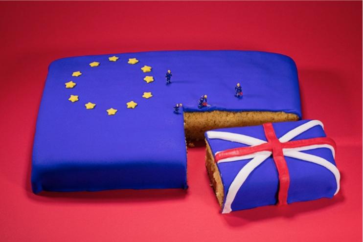 Christopher Boffoli,  Brexit Cake (Politico)