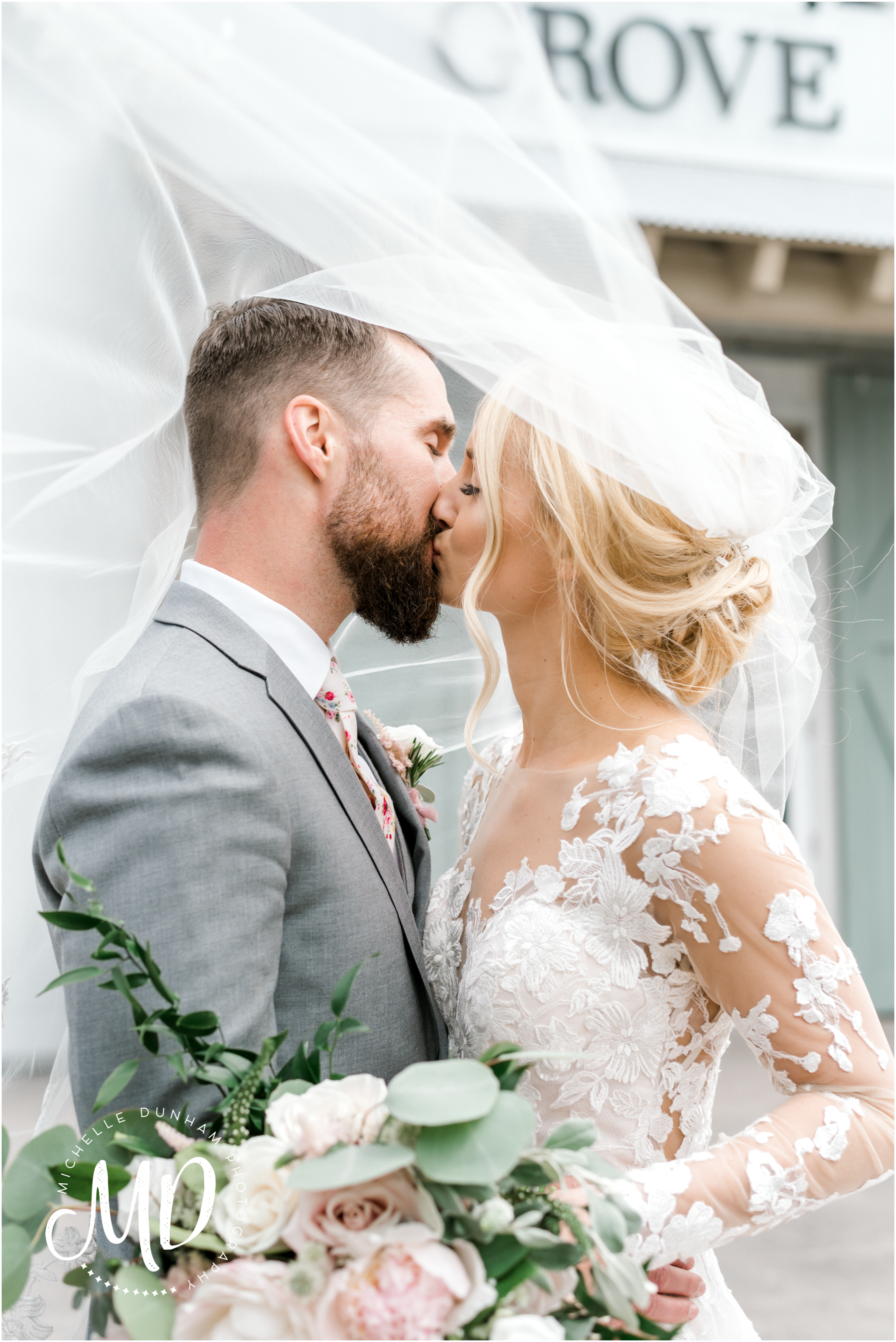 briar_barn_wedding_bride_veil_michelle_dunham_photography.jpg