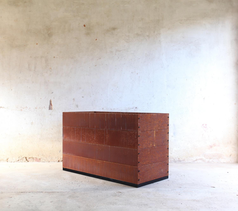 SKEMAH-corten-steel-abilitybox-planter-720x600x1200-nrn1407105-web-res.jpg