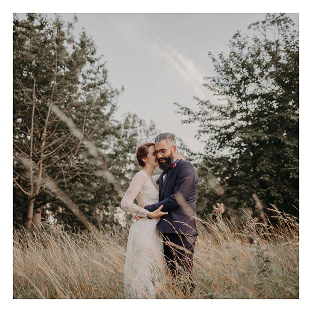 En route pour mon dernier mariage de la saison ✨ J'ai cligné des yeux en avril et nous voilà en octobre. Cette saison était si belle à nouveau! Si riche en rencontres et en émotions. J'ai découvert tant de belles personnalités. Chaque mariage et chaque couple était complètement diffèrent. Je me suis régalée à rentrer dans les univers et histoires de chacun d'entre eux, très furtivement mais très intensément. Merci à tous ces couples qui m'ont fait vivre ces jolies histoires, ces journées de bonheur brut ❤️ Vous êtes exceptionnels !
