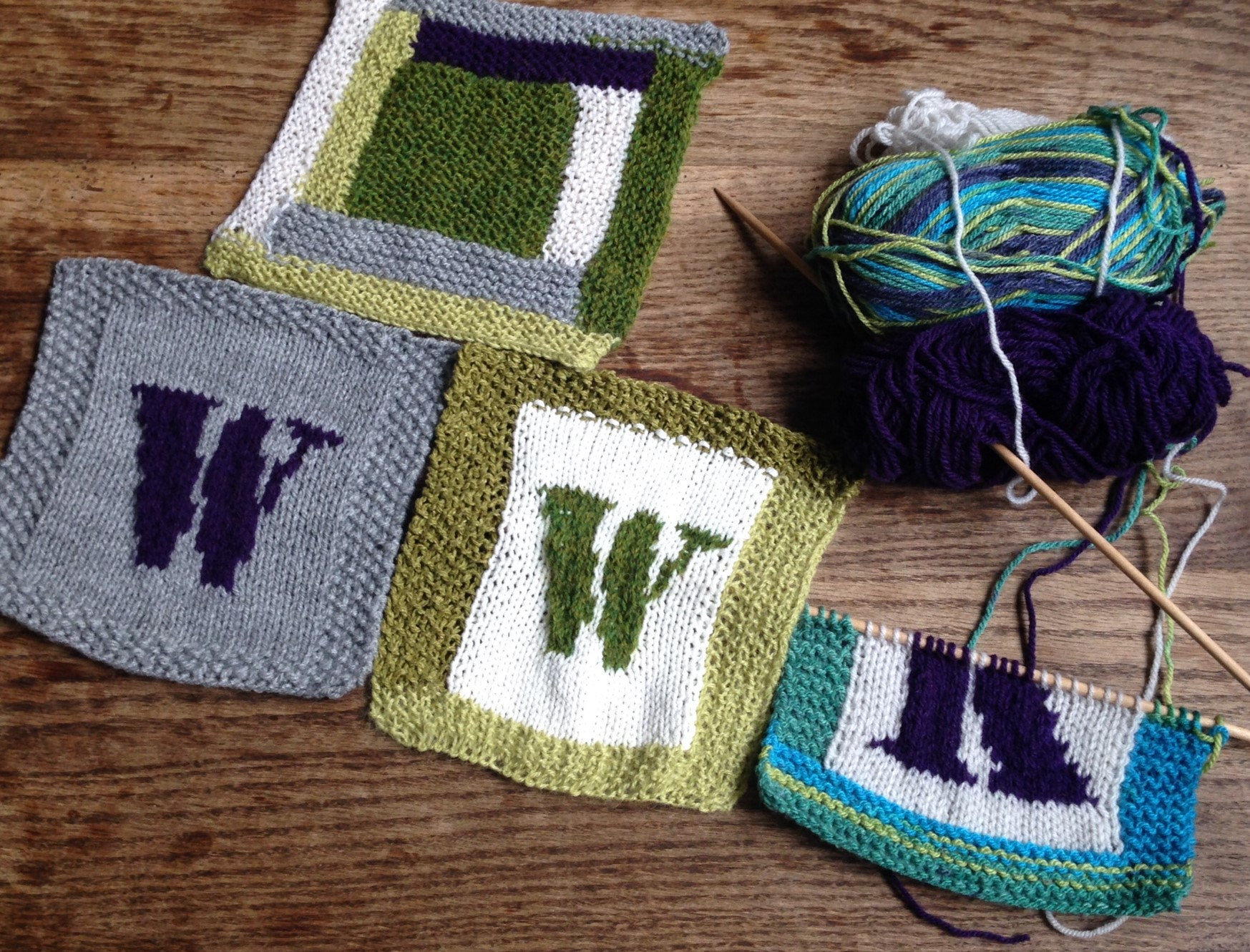 First squares being prepared for the blanket that we all will knit on 13 June in Brussels!