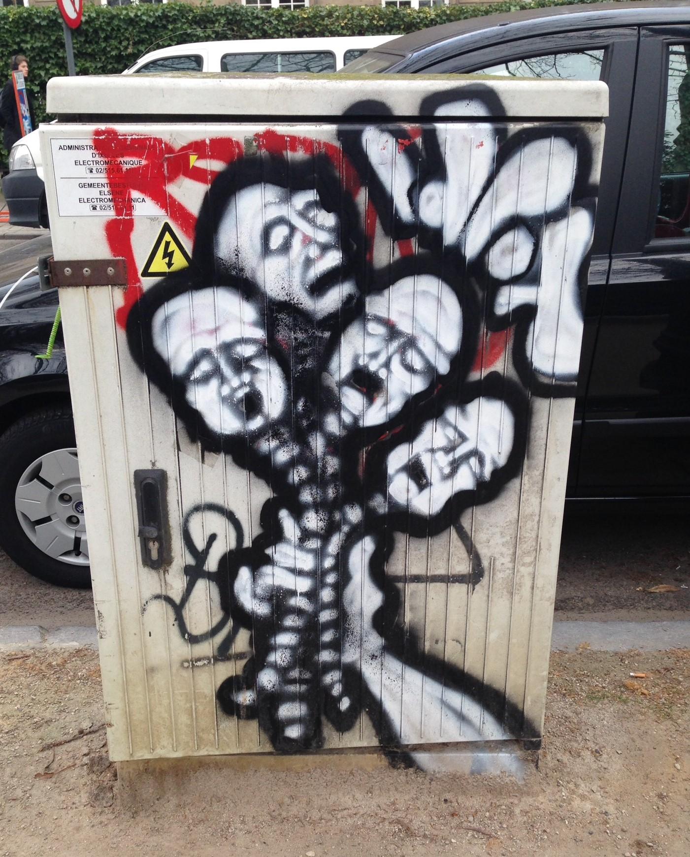 Grafitti white 2.JPG